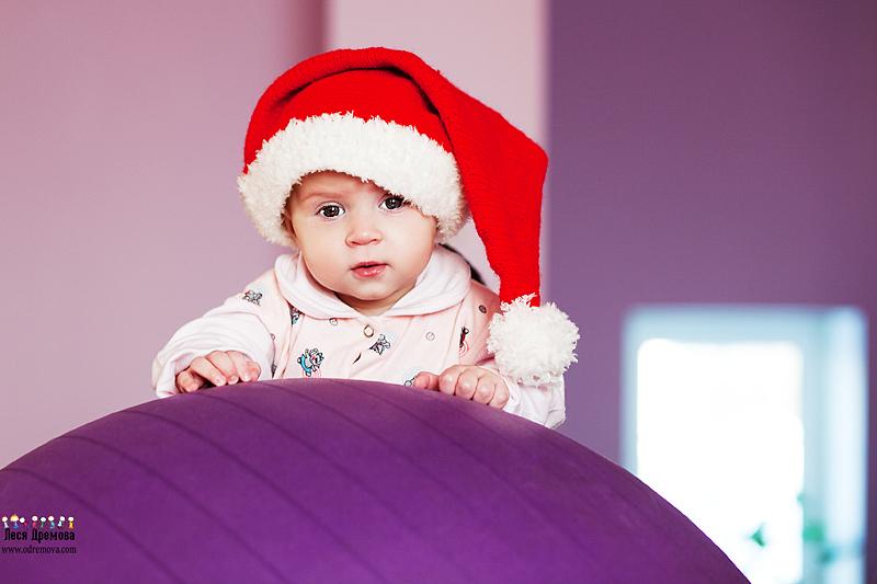 Шапка - колпак для малыша из фантазийной пряжи. Такая шапка не только оригинально будет